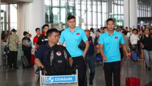 Thầy trò HLV Park Hang- seo lên đường sang Thái Lan, chuẩn bị thi đấu Vòng loại thứ 2 World Cup 2022 - Ảnh 3