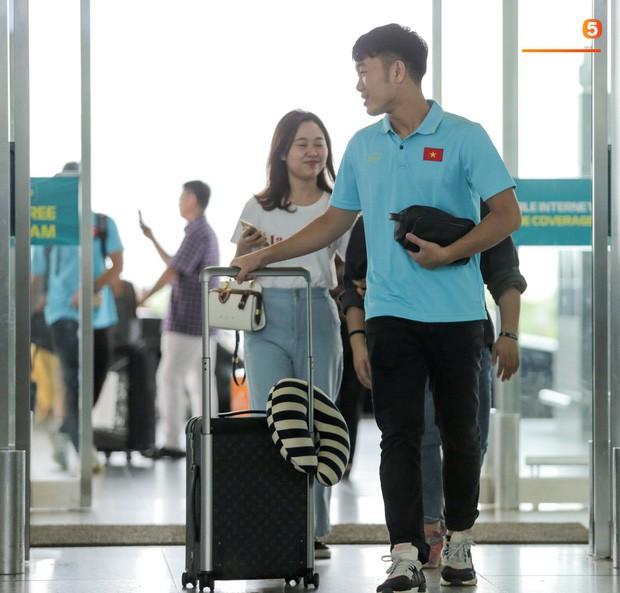Thầy trò HLV Park Hang- seo lên đường sang Thái Lan, chuẩn bị thi đấu Vòng loại thứ 2 World Cup 2022 - Ảnh 8
