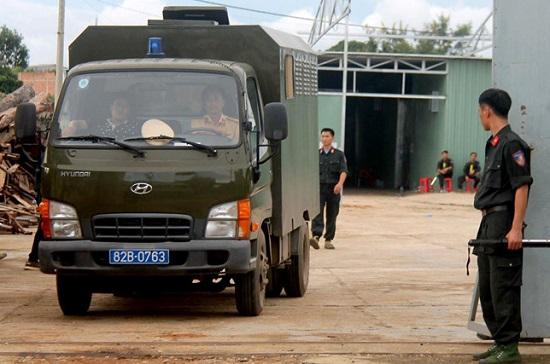 Hiện trường vụ công an triệt phá xưởng sản xuất ma túy cực lớn tại Kon Tum, thu 13 tấn tiền chất - Ảnh 2