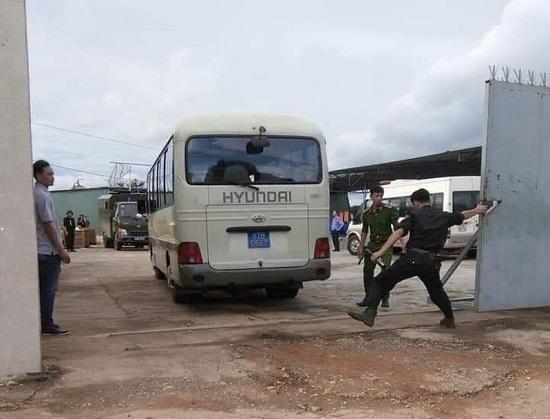 Hiện trường vụ công an triệt phá xưởng sản xuất ma túy cực lớn tại Kon Tum, thu 13 tấn tiền chất - Ảnh 4