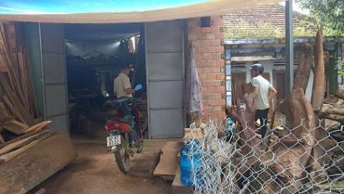 Kon Tum: Bắt giữ nghi can tưới xăng đốt người phụ nữ cùng thôn vì mâu thuẫn nợ nần - Ảnh 1