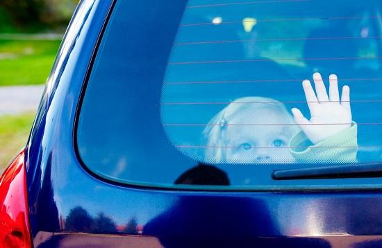 Vụ bé 3 tuổi bị bỏ quên trên xe ô tô đưa đón ở Bắc Ninh: Tài xế không bị tạm giữ - Ảnh 1
