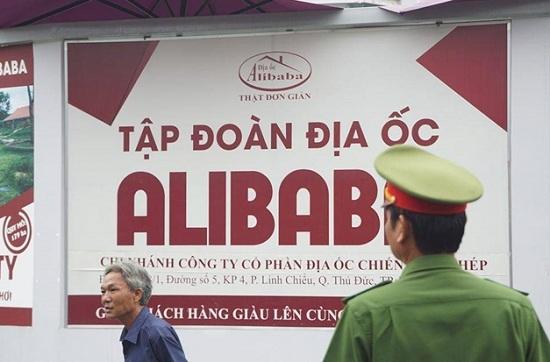 Choáng với lượng tiền mặt, tài liêu công an thu giữ sau buổi khám xét trụ sở địa ốc Alibaba - Ảnh 1