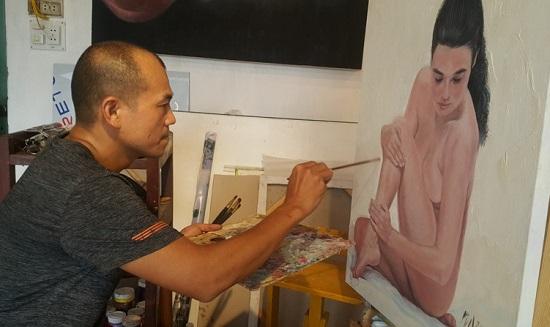 Tròn mắt nghe họa sĩ kể những bí mật trong phòng vẽ tranh cùng mẫu nude - Ảnh 1