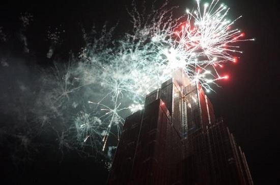 Cả nước tưng bừng đón năm mới 2020 với những màn bắn pháo hoa mãn nhãn - Ảnh 6