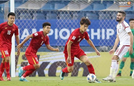 """Hành động """"không đẹp"""" của tiền vệ U23 Việt Nam với trọng tài Taqi trong trận ra quân gặp U23 UAE - Ảnh 6"""