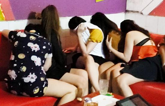 Tin tức thời sự mới nóng nhất hôm nay 13/1/2020: Bắt quả tang 7 nữ tiếp viên quán karaoke khỏa thân phục vụ khách - Ảnh 1