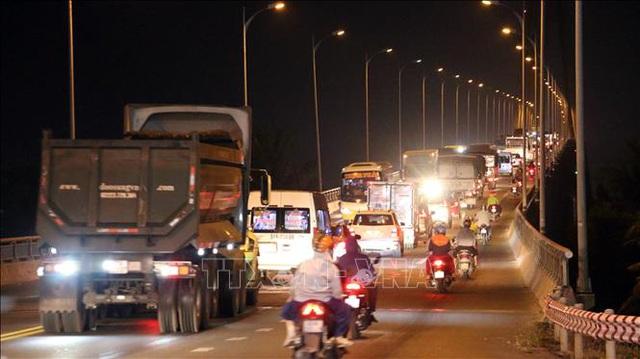 Kẹt xe kéo dài hơn 10km từ TP. Bến Tre đến cầu Rạch Miễu chiều 25 Tết - Ảnh 5