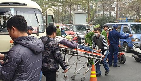Hà Nội: Bàng hoàng phát hiện tài xế tử vong trên ghế lái, cửa xe có vết máu - Ảnh 1