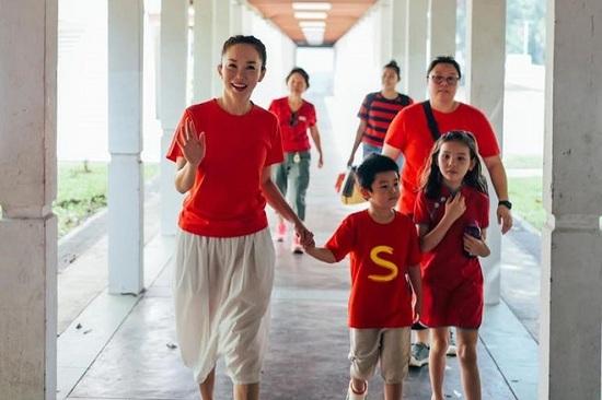"""""""Tiểu Long nữ"""" Phạm Văn Phương khoe vẻ đẹp rạng rỡ, trẻ trung ở tuổi 49 - Ảnh 1"""