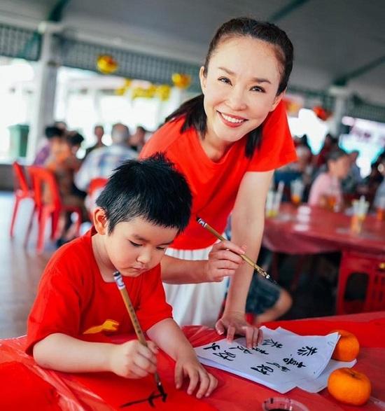 """""""Tiểu Long nữ"""" Phạm Văn Phương khoe vẻ đẹp rạng rỡ, trẻ trung ở tuổi 49 - Ảnh 2"""