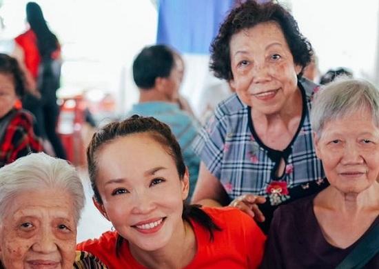 """""""Tiểu Long nữ"""" Phạm Văn Phương khoe vẻ đẹp rạng rỡ, trẻ trung ở tuổi 49 - Ảnh 3"""