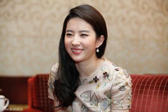 """Loạt khoảnh khắc """"cười tắt nắng"""" khiến dàn mỹ nhân Hoa- Hàn chỉ muốn """"chôn vùi"""" ngay lập tức - Ảnh 2"""