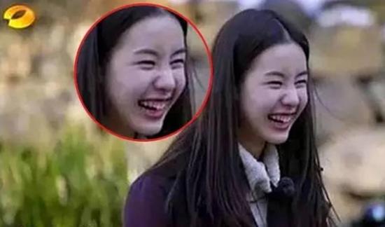 """Loạt khoảnh khắc """"cười tắt nắng"""" khiến dàn mỹ nhân Hoa- Hàn chỉ muốn """"chôn vùi"""" ngay lập tức - Ảnh 4"""