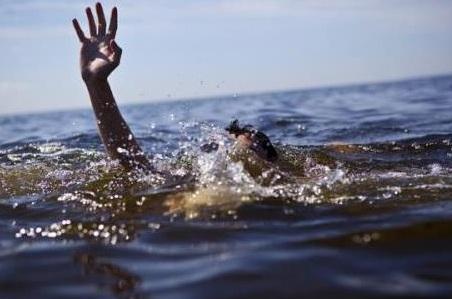 Nô đùa gần con kênh, 2 bé trai đuối nước thương tâm chiều mùng 3 Tết - Ảnh 1