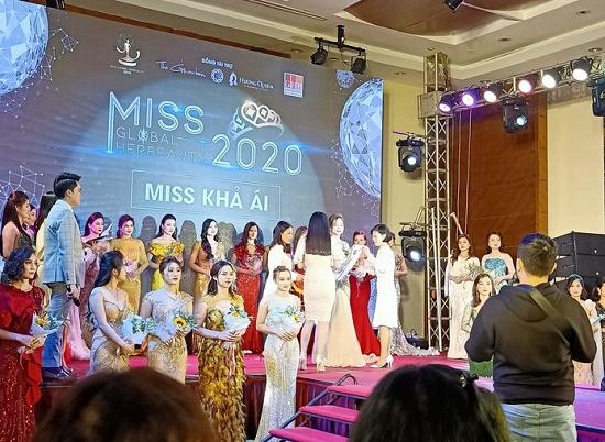 """Hà Nội: Kiểm tra đột xuất, phát hiện """"Miss Global Her Beauty"""" thi chui - Ảnh 1"""