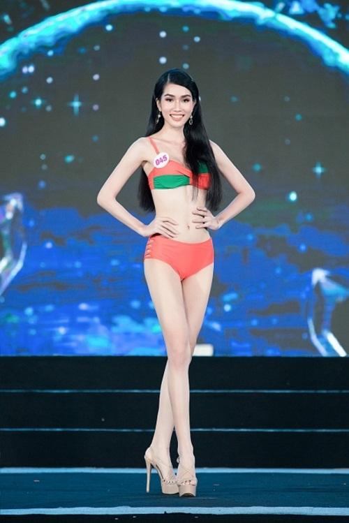 """""""Bỏng mắt"""" với phần trình diễn bikini khoe đường cong nuột nà của thí sinh Hoa Hậu Việt Nam 2020 - Ảnh 3"""