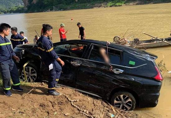 Thanh Hóa: Ô tô lao xuống sông Mã, 3 nạn nhân tử vong - Ảnh 1