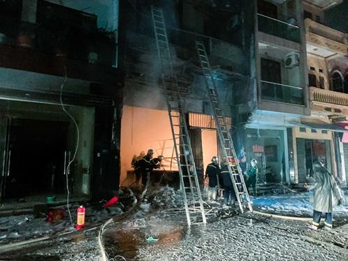 Hà Nội: Cửa hàng gas ở Đan Phượng bất ngờ cháy lớn, nhiều người lớn, trẻ em bị mắc kẹt - Ảnh 1