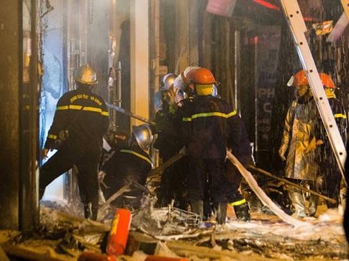Hà Nội: Cửa hàng gas ở Đan Phượng bất ngờ cháy lớn, nhiều người lớn, trẻ em bị mắc kẹt - Ảnh 2