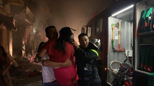 Hà Nội: Cửa hàng gas ở Đan Phượng bất ngờ cháy lớn, nhiều người lớn, trẻ em bị mắc kẹt - Ảnh 6