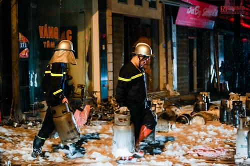 Hà Nội: Cửa hàng gas ở Đan Phượng bất ngờ cháy lớn, nhiều người lớn, trẻ em bị mắc kẹt - Ảnh 7