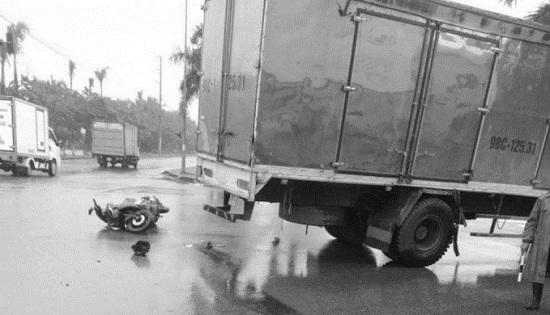 """Tin tai nạn giao thông mới nhất ngày 28/10/2020:Hai nam sinh đầu trần, """"diễn xiếc"""" trên tỉnh lộ 535 - Ảnh 2"""