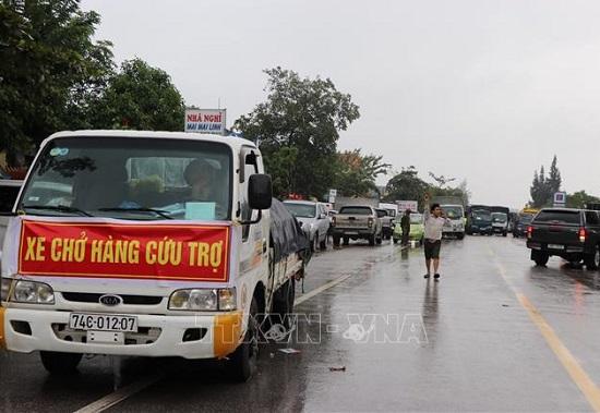 Đề  nghị miễn phí BOT cho xe vận chuyển hàng cứu trợ miền Trung - Ảnh 1