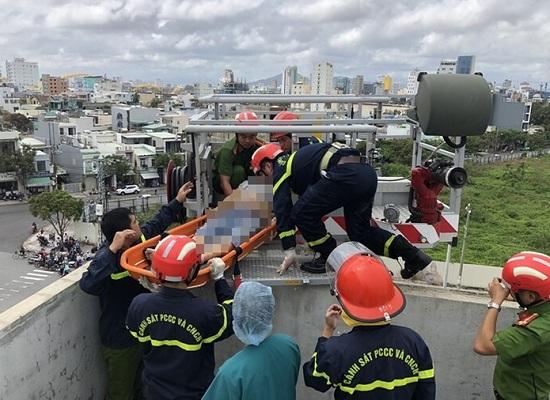 Đà Nẵng: Thi công chống thấm mái nhà sau bão, nam công nhân bị điện giật tử vong - Ảnh 1