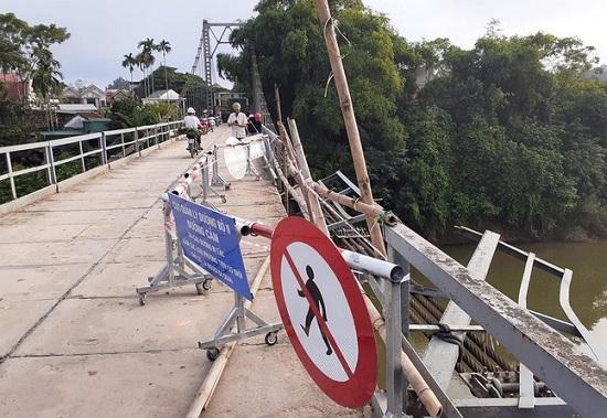 """Vụ ô tô lao xuống sông, 5 người tử vong ở Nghệ An: Chiếc cầu treo có """"tuổi đời"""" 33 năm - Ảnh 1"""