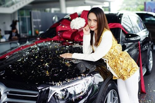 """""""Soi"""" khối tài sản đáng ngưỡng mộ của Hoa hậu Hương Giang ở tuổi 29 - Ảnh 2"""