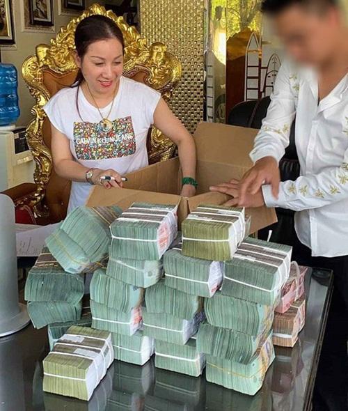 """Điểm mặt các đại gia Việt thích khoe """"núi"""" tiền vàng, nổi danh về độ chịu chơi, cuối cùng """"xộ khám"""" - Ảnh 1"""