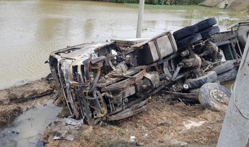 Tin tai nạn giao thông ngày 21/12: Truy tìm tài xế xe bán tải gây tai nạn rồi bỏ trốn - Ảnh 2