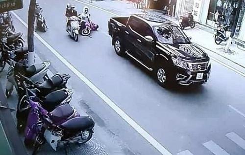 Tin tai nạn giao thông ngày 21/12: Truy tìm tài xế xe bán tải gây tai nạn rồi bỏ trốn - Ảnh 1