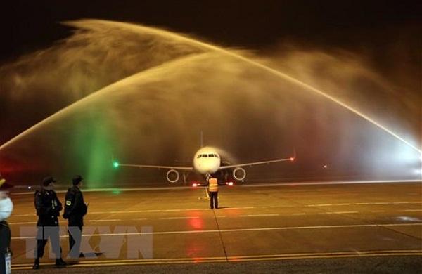 Cận cảnh chiếc máy bay đầu tiên của Vietravel Airlines tại sân bay quốc tế Phú Bài - Ảnh 1