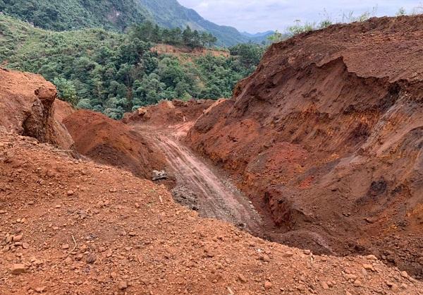 Hà Giang: Bổ dọc núi cao để đào khoáng sản - Ảnh 1