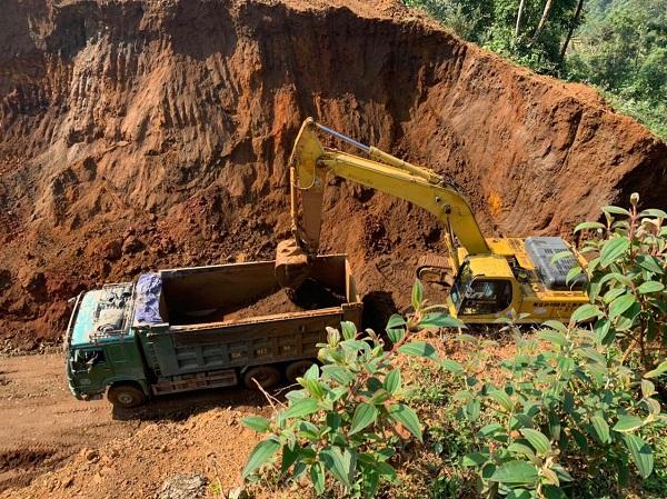 Hà Giang: Bổ dọc núi cao để đào khoáng sản - Ảnh 2