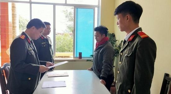 Bị phạt vì không đội mũ bảo hiểm, người đàn ôn lên mạng dọa xử bắn trưởng Công an xã - Ảnh 1