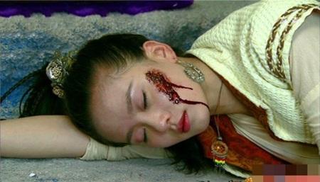 1001 kiểu hủy dung trong phim Hoa ngữ: Người đau đớn đáng thương, kẻ hài hước, gây cười - Ảnh 6