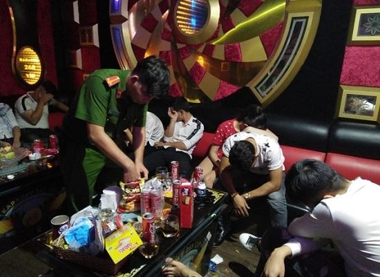 Gia Lai: Bắt quả tang 12 đối tượng sử dụng ma túy trái phép tại quán karaoke - Ảnh 1