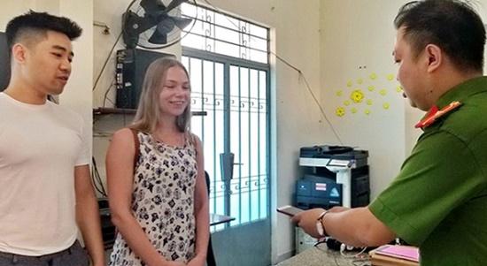 Khánh Hòa: Trao trả tài sản bị đánh cắp cho nữ du khách nước ngoài - Ảnh 1