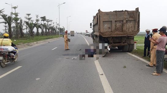 Tin tai nạn giao thông mới nhất ngày 1/3/2020: Người phụ nữ bị ô tô tông tử vong - Ảnh 2