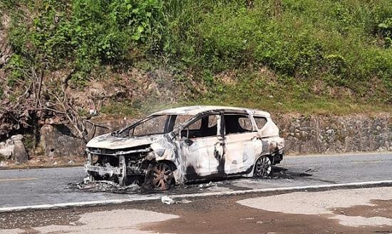 Quảng Nam: Ôtô bất ngờ phát nổ rồi bốc cháy, 2 người tử vong thương tâm - Ảnh 1