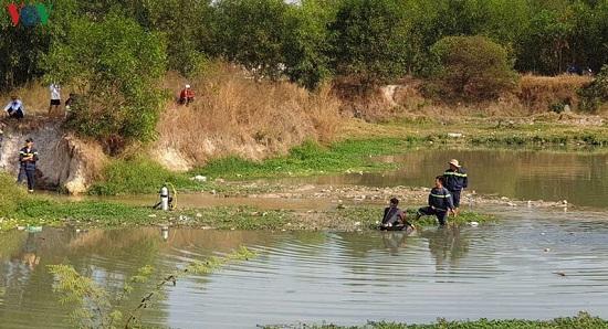 Bình Dương: Trượt chân té xuống hố nước sâu, hai bé gái đuối nước thương tâm - Ảnh 1