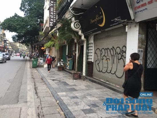 Hà Nội: Phố phường vắng lặng, nhiều cửa hàng, quán xá tạm đóng cửa trong mùa dịch Covid-19 - Ảnh 13