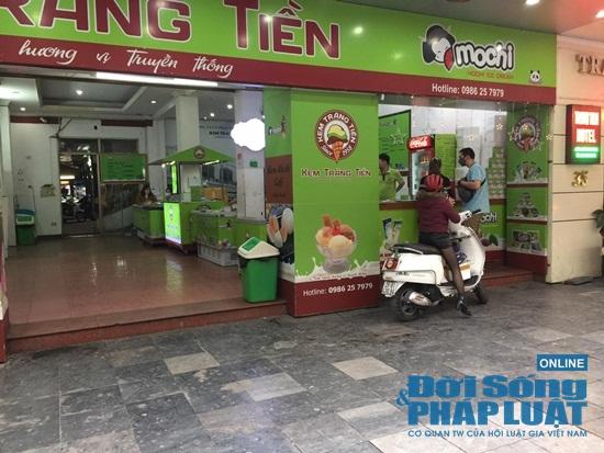 Hà Nội: Phố phường vắng lặng, nhiều cửa hàng, quán xá tạm đóng cửa trong mùa dịch Covid-19 - Ảnh 14