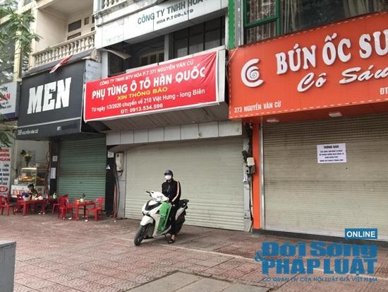 Hà Nội: Phố phường vắng lặng, nhiều cửa hàng, quán xá tạm đóng cửa trong mùa dịch Covid-19 - Ảnh 2