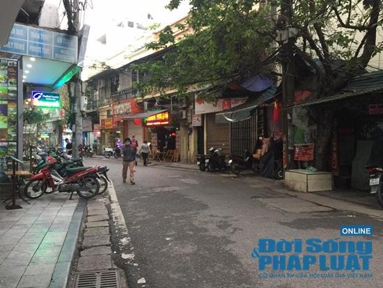 Hà Nội: Phố phường vắng lặng, nhiều cửa hàng, quán xá tạm đóng cửa trong mùa dịch Covid-19 - Ảnh 8