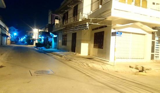 Bình Thuận: Phong tỏa 2 tuyến phố trung tâm Phan Thiết có 9 bệnh nhân nhiễm Covid-19 cư trú - Ảnh 1