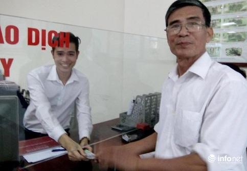 Hà Tĩnh: Cán bộ ngân hàng trả lại tiền cho khách hàng bỏ quên - Ảnh 1